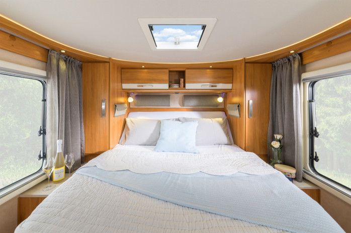 hymer b 698 avec lit central et lit 11003570. Black Bedroom Furniture Sets. Home Design Ideas