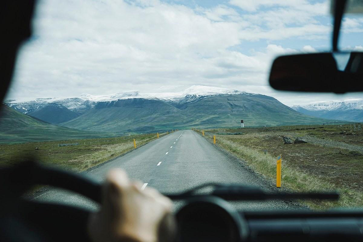 Vue d'un paysage en conduisant.